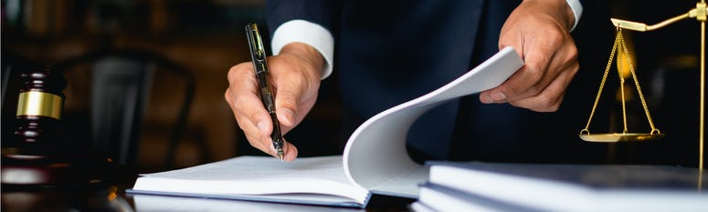 Jurist*in