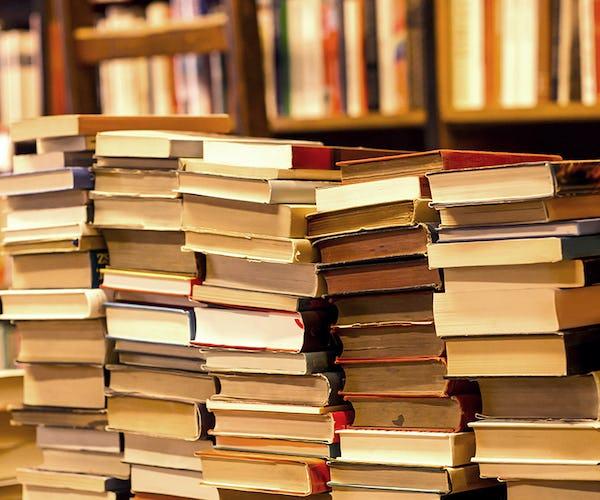 Buch- & Musikalienhändler*in