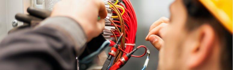 Elektrotechniker*in